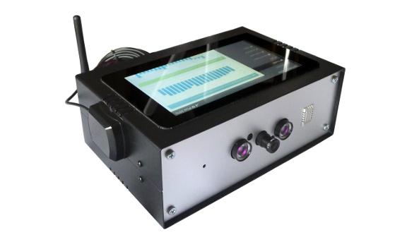 Urządzenie demo klasy Varia z kamerą do  rozpoznawania twarzy, łącznością LTE i WiFi, sensorami na potrzeby telemetrii oraz dotykowym ekranem LCD
